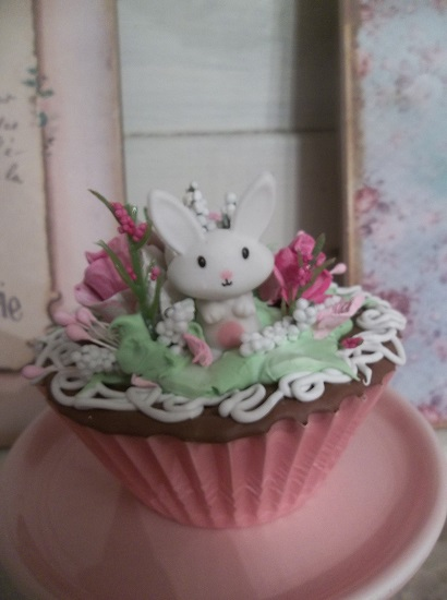 (Bunny Bae) Fake Cupcake