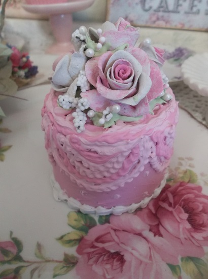 (Ruffled Rosie) Funky Junk Fake Cake