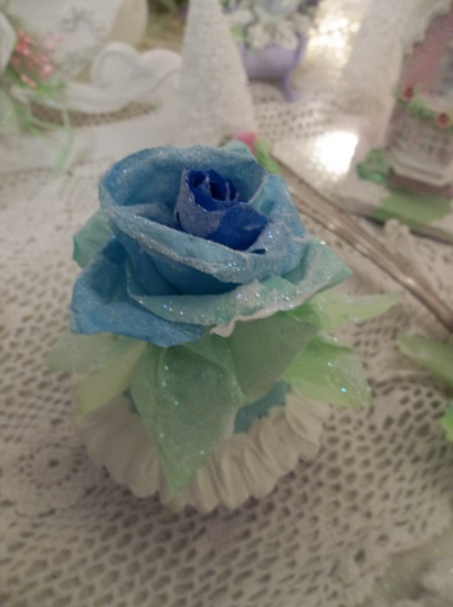 (I'll Have A Blue Blue Christmas) Fake Cupcake