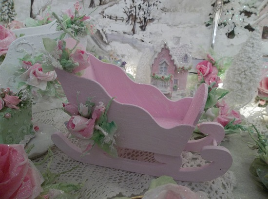 (Ride Of Roses) Decorated Sleigh Christmas Decoration