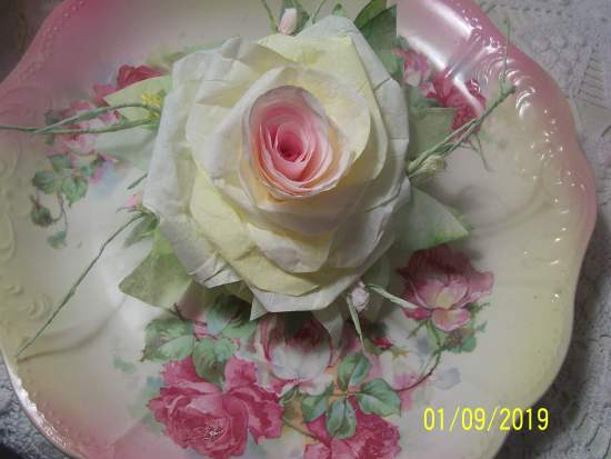 (Sally Rose z)  Victorian Paper Rose Clip Lamp Decor Chic n Shabby