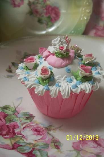 (Matilda cupcake) Fake pastry cupcake shabby romantic roses