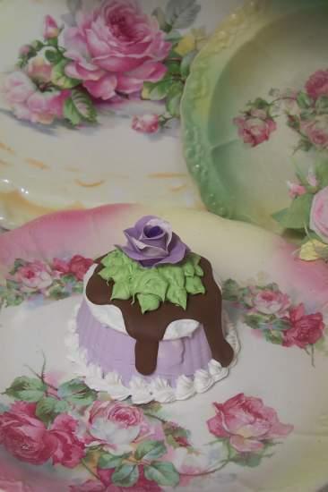 (Petunia) SHABBY COTTAGE  ROSE DECORATED FAKE CAKE