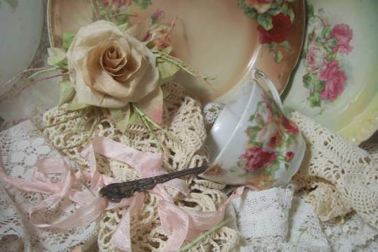 (Leanna) Victorian Paper Rose Clip Lamp Decor Chic n Shabby