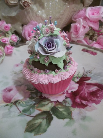 (Kirsten Anita) Fake Cupcake