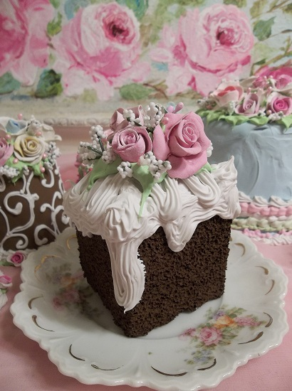 (Dripping Cream And Roses) Fake Cake Slice