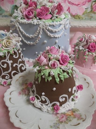 (Sweet Thing) Funky Junk Fake Cake