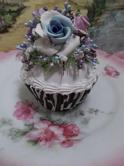 (Violet Jaynee) Fake Cupcake