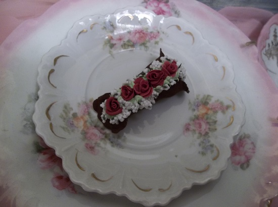 (Wine Roses Cannoli) Decorated Fake Cannoli