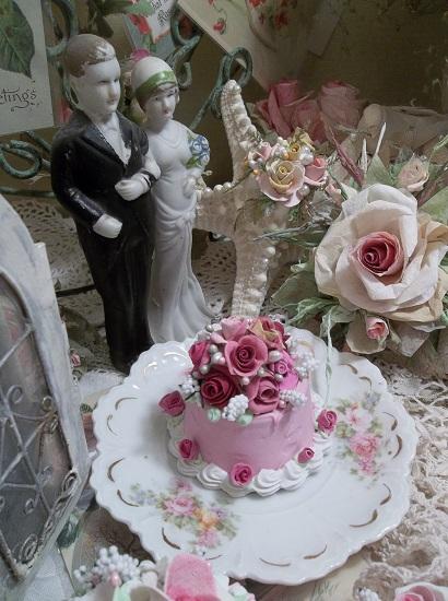 (Vintage Rose) Funky Junk Fake Cake