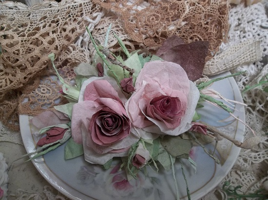 (Maulvina) Handmade Paper Rose Clip