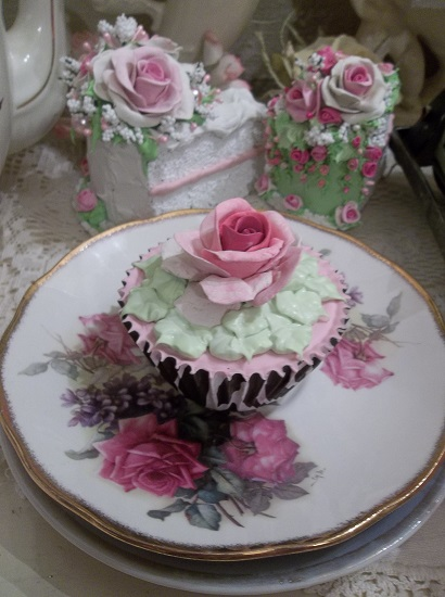 (Jaynie Rose) Fake Cupcake
