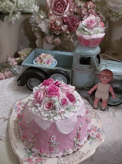 (Queen Rhonda) Fake Cake