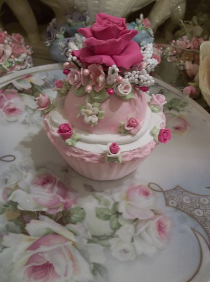 (Fairest Of Them All) Fake Cupcake