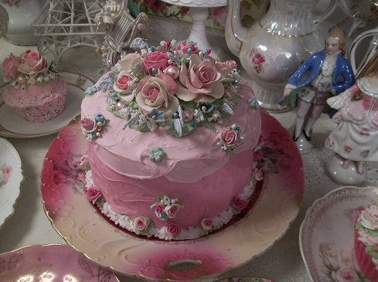 (Fit For The Queen) Fake Cake