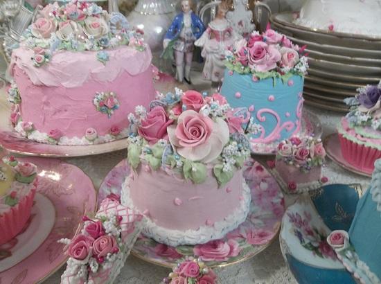 (Pretty Sweet) Funky Junk Fake Cake
