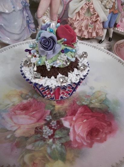 (The British Are Coming) Fake Cupcake