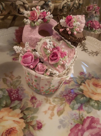 (Frieda) Decorated Treat Cup
