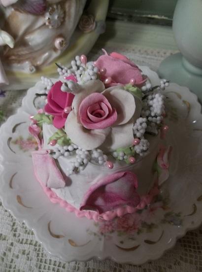 (Petals Pretty Cake) Funky Junk Fake Cake