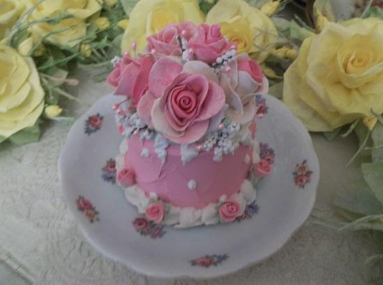 (Pink Palace Cake) Funky Junk Fake Cake