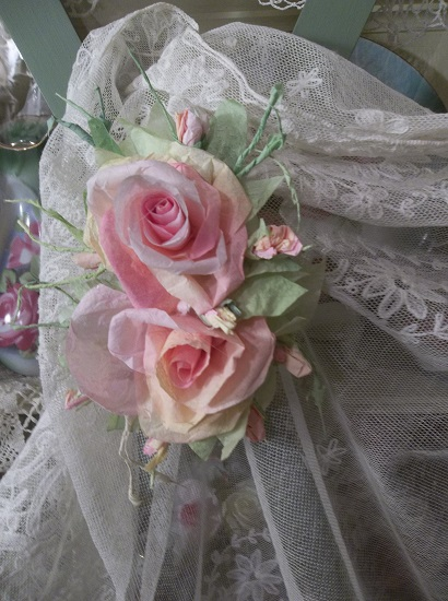 (California Peaches) Handmade Paper Rose Clip