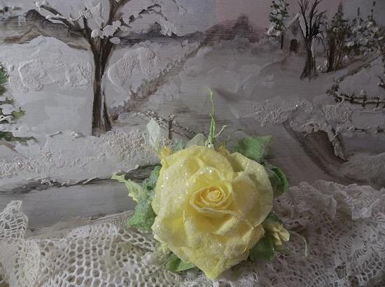 (Santa Maria) German Glass Glittered Handmade Paper Rose Clip