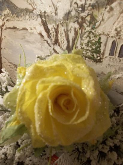 (Goldie) German Glass Glittered Handmade Paper Rose Clip
