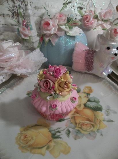 (Hello Gorgeous) Fake Cupcake