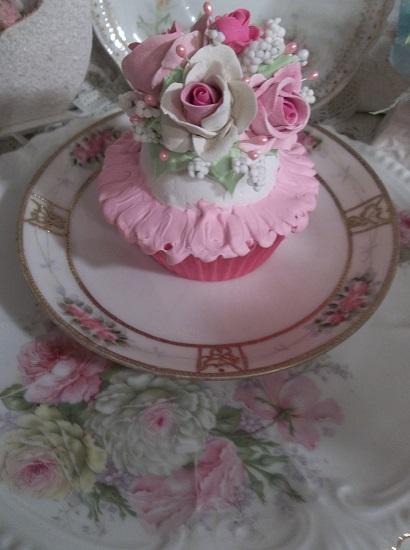(Ida) Fake Cupcake