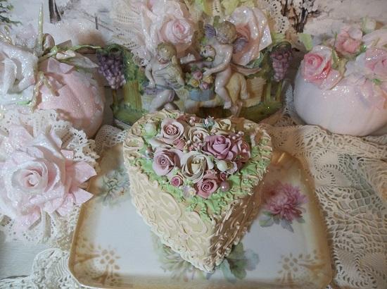 (Launia) Fake Cake (Lopsided Heart Shape)