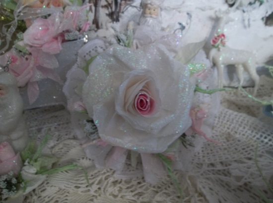 (Christmas Bliss) Lace And Rose Christmas/ Valentine Decor