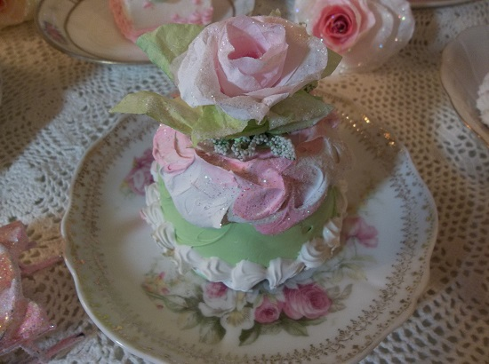 (Christmas Rosa) Funky Junk Fake Christmas Cake
