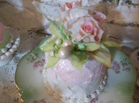 (Spirit Of Cindy Lou) Funky Junk Fake Christmas Cake