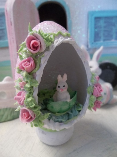 (Bunny In A Pea Pod) Decorated Panoramic Easter Egg