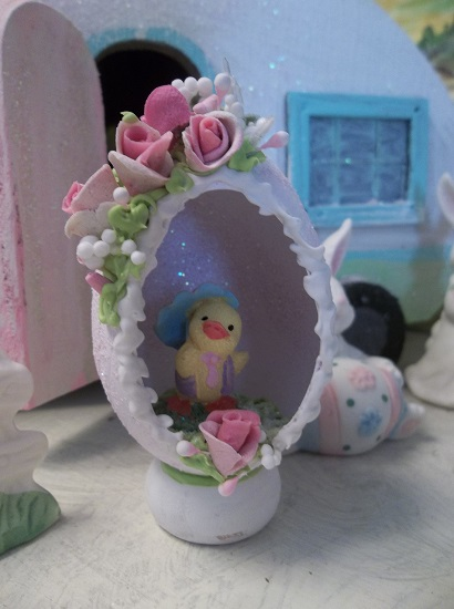 (Monday The Chick) Decorated Panoramic Easter Egg