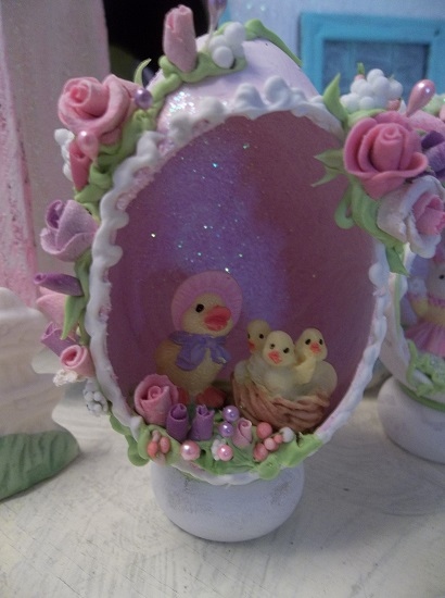 (Mama Roo Chickaroos) Decorated Panoramic Easter Egg