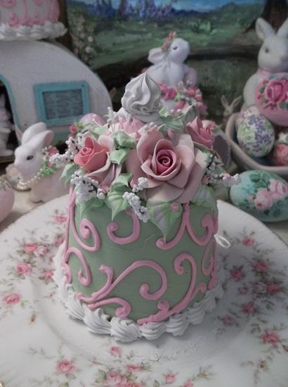 (Pistachio Pauletta) Fake Cake
