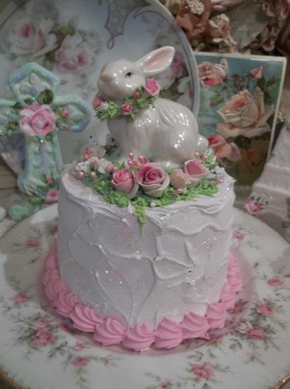 (Hoppy Easter Cake) Funky Junk Fake Cake