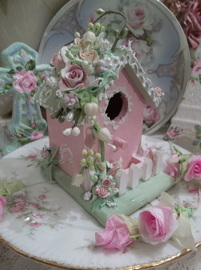 (Annabelle's Cottage) Decorated Birdhouse