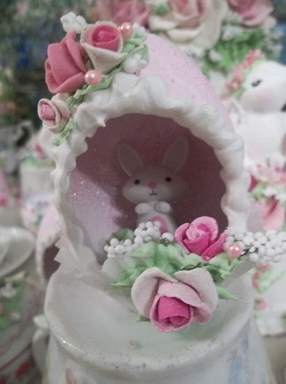 (Roberta Rabbit) Decorated Panoramic Easter Egg