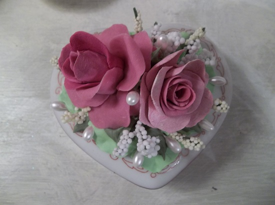 (A Beautiful Heart) Decorated Porcelain Trinket Box