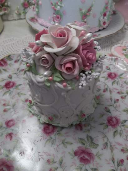 (Queen Victoria) Funky Junk Fake Cake
