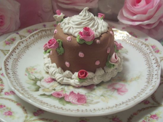 (Aspotochocolate)  FUNKY JUNK ROSE DECORATED FAKE CAKE CHARMING!!