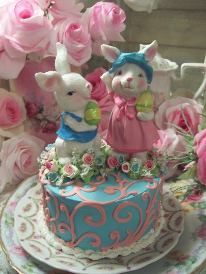(HIP HOP) DECORATIVE FAKE FOOD EASTER BUNNY CAKE