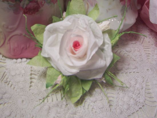 Jahi rc) Victorian Paper Rose Clip Lamp Decor Chic n Shabby