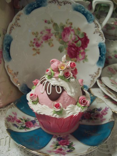(Yolanda cc)  Life Size  Cupcake Fake Food Cottage Decor