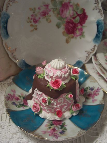 (Bonnie Cake) SHABBY COTTAGEPINK ROSE DECORATED FAKE CAKE CHARMING