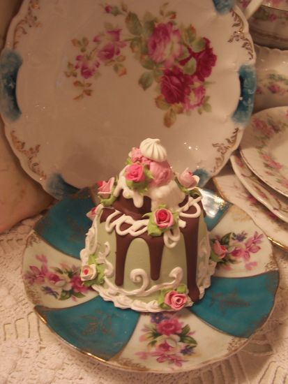 (Patti Cake)  SHABBY COTTAGEPINK ROSE DECORATED FAKE CAKE CHARMING!!