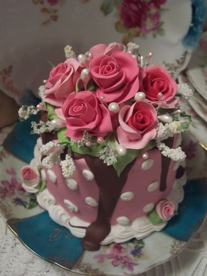 (Julia Cake)  SHABBY COTTAGEPINK ROSE DECORATED FAKE CAKE CHARMING!!