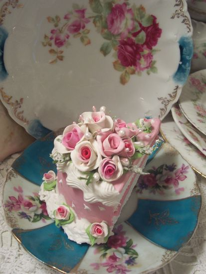 (Rosarie soc)  Fake Food Slice of Cake Shabby Pink Roses Victorian